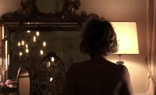 Isabella ferrari allo specchio per yamamay naturalmente donna - Occhiali per truccarsi allo specchio ...